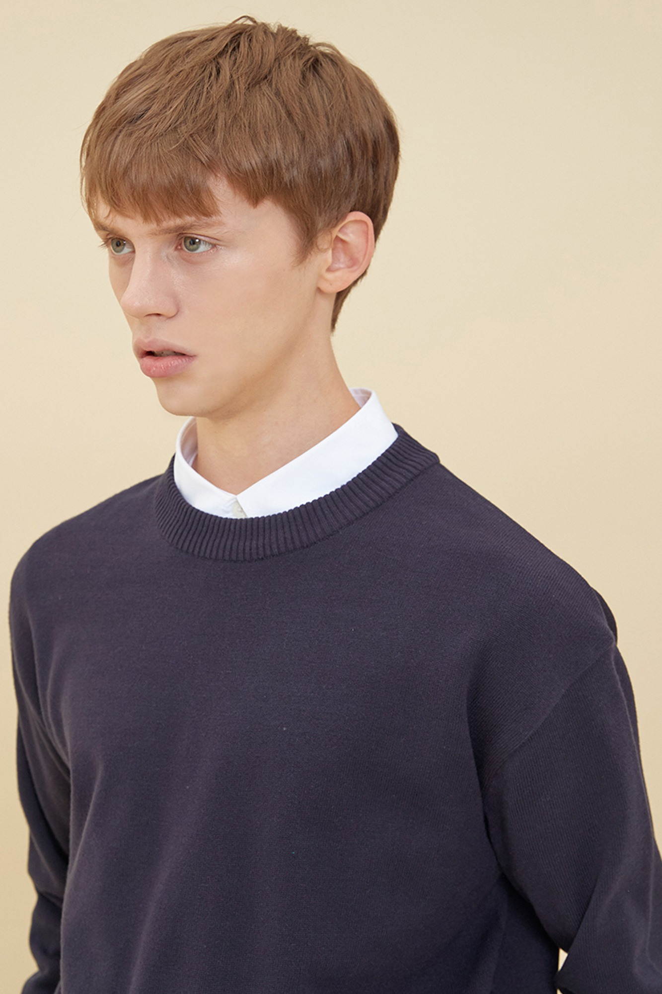 SEMI OVER-FIT ROUND NECK SWEATER_NAVY
