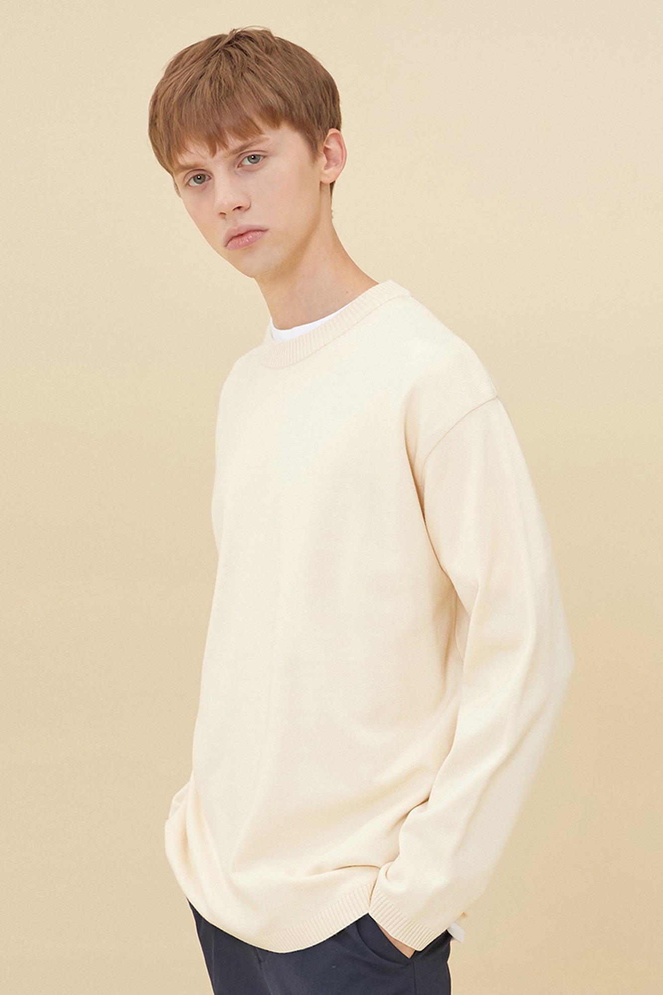 SEMI OVER-FIT ROUND NECK SWEATER_IVORY